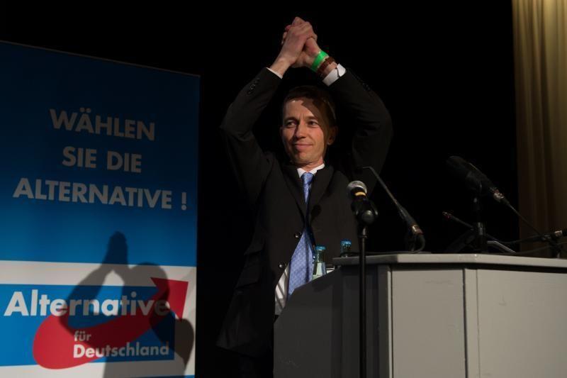 Vokietijoje oficialiai įkurta euro priešininkų partija