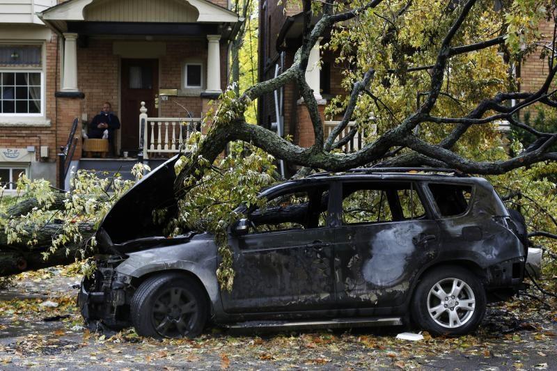"""Kanadoje dėl audros """"Sandy"""" be elektros liko 130 tūkst. jos vartotojų"""