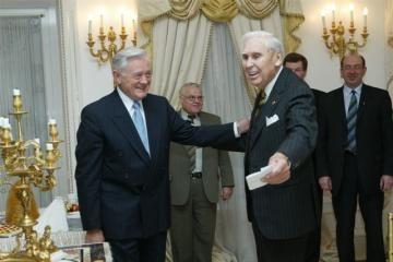 Prezidentas apdovanojo verslininką J.Kazicką