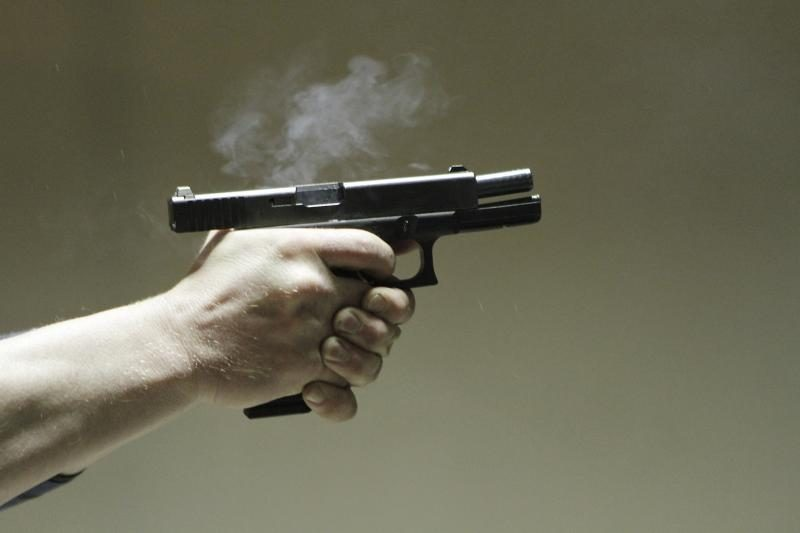 78 metų vyriškis savigynai nešiojosi savadarbį pistoletą
