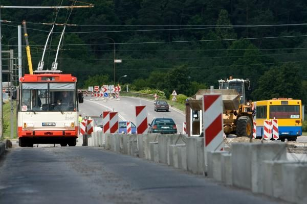 Šiandien atidaromas eismas Lazdynų tiltu