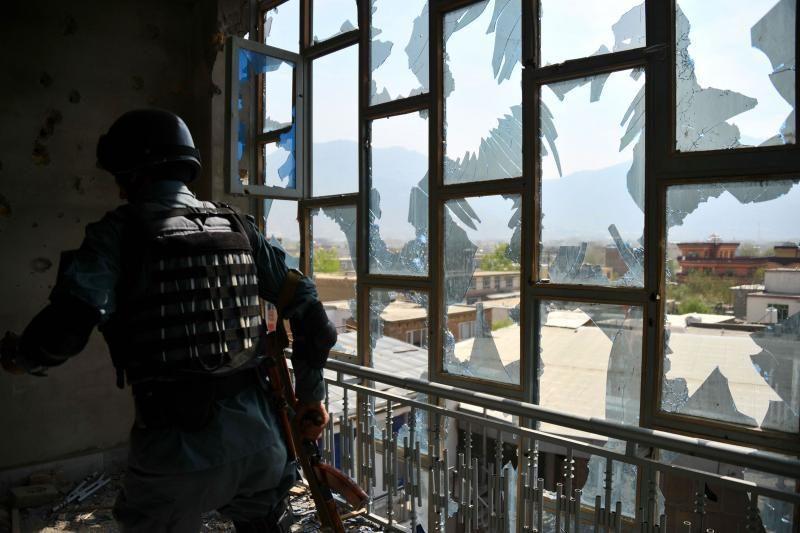 Afganistane mirtininkas surengė išpuolį prie NATO bazės