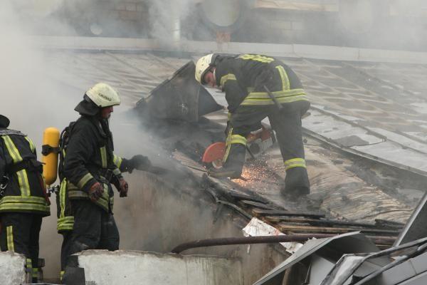 Jaunuoliai sudegino pavėsinę ir sodo namelį