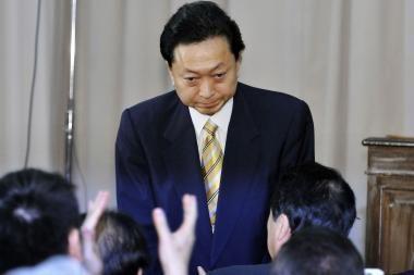 Japonijos premjeras atsistatydina po ginčo dėl JAV karinės bazės