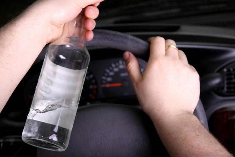 Prie Kėdainių vilkiko vairuotojas pripūtė beveik 2 promiles alkoholio