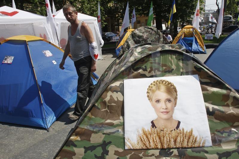 Julija Tymošenko iš kalėjimo pervežta į ligoninę