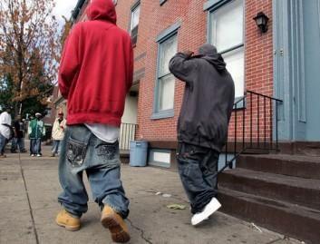 Niujorkiečių prašo pasitempti kelnes