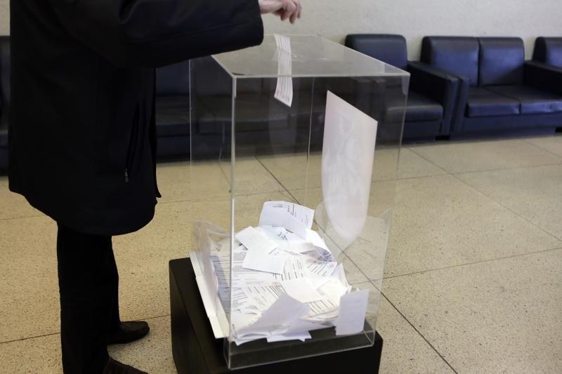Trijose apygardose nebalsavo nė trečdalis rinkėjų