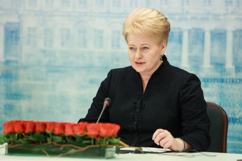 Prezidentė peikia ministrą: per egzaminą – jokių privilegijų mažumoms