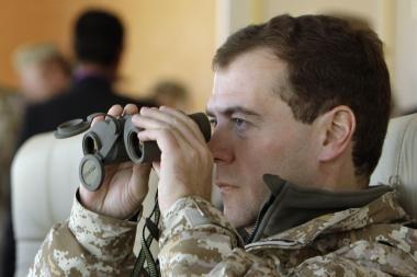 D.Medvedevas įpareigojo V.Putiną pasidalyti valdžia