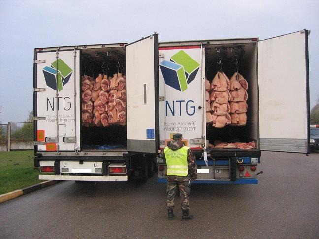 Pasieniečiai sulaikė Danijoje pavogtus vilkikus su šaldyta mėsa