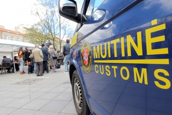 Pareigūnai sulaikė beveik 200 suklastotų prekių