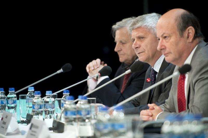Derybas dėl euro zonos skolų krizės lydi masiniai protestai