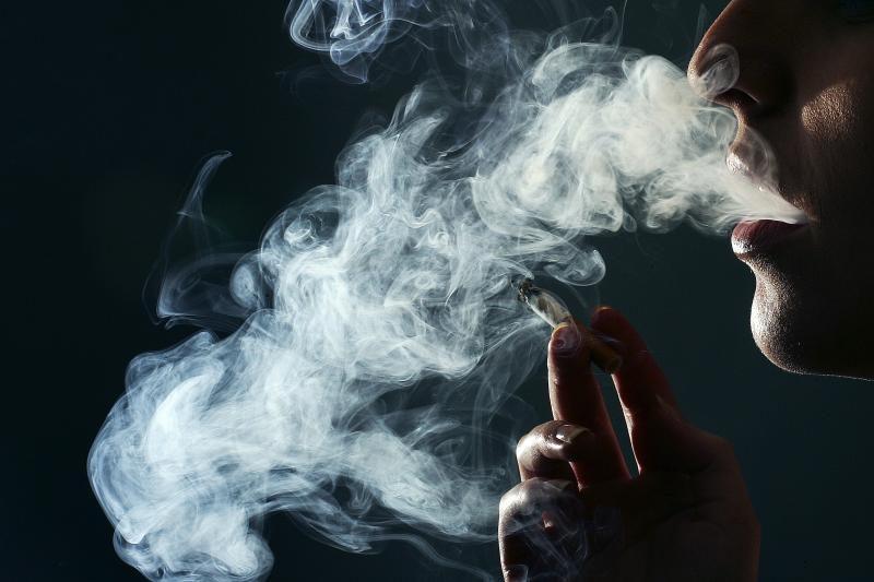 Šveicarai pasisakė prieš draudimą rūkyti viešose erdvėse