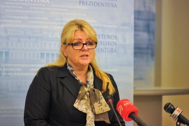 """Ministrei patarinės už melagingus parodymus nuteista """"darbietė"""""""