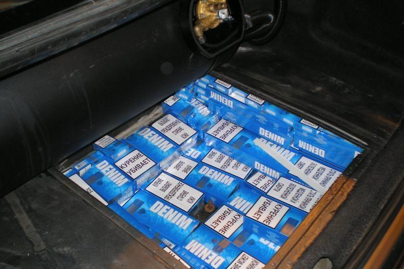 Ieškant cigarečių muitininkams teko išardyti beveik visą automobilį
