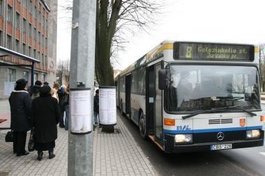 Ranką susilaužė autobuse