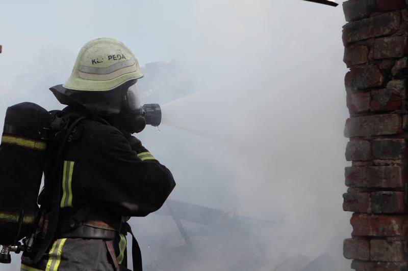 Vilkyčiuose padegtą pastatą gesino gausios ugniagesių pajėgos