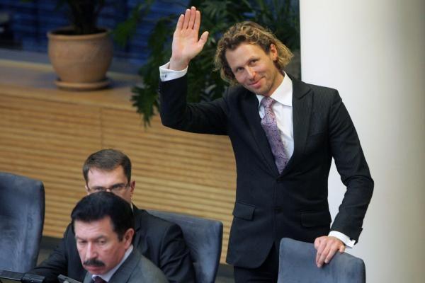 L.Karaliui siūloma dirbti referentu Seime