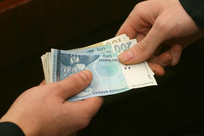 Marijampolietė teigia šantažuotojui atidavusi per 40 tūkst. litų