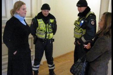 Policijos pareigūnai tikrino Kultūros ministerijos valdininkų girtumą