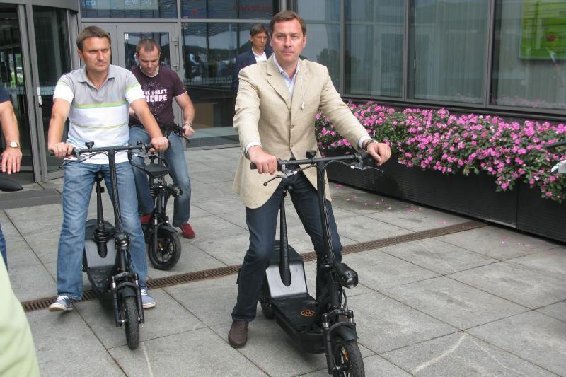Ant elektrinių dviračių sodins savivaldybės valdininkus