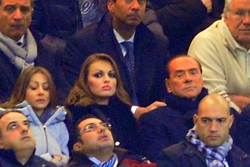 Skandalingasis S. Berlusconi susižadėjo su 50 metų jaunesne gražuole