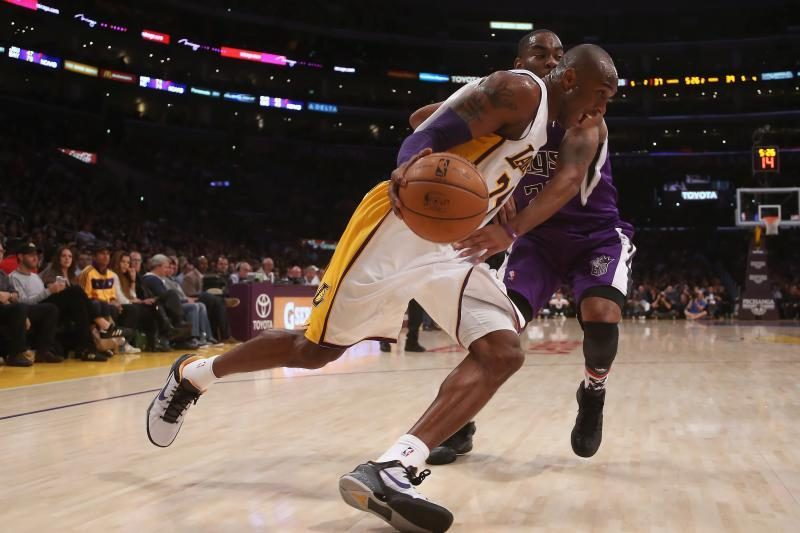 """NBA naktis: """"Lakers"""" įgauna pagreitį, čempionai patiesti Memfyje"""