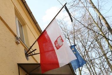 Lenkų politikai pasipiktino dėl Šalčininkų rajone nukabintos Lenkijos vėliavos