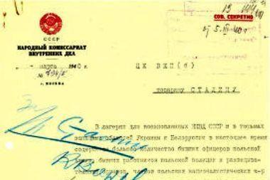 Rusija perdavė dalį išslaptintų Katynės žudynių dokumentų