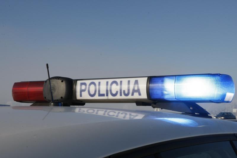 Vilniuje neblaivus pareigūnas kliudė automobilį
