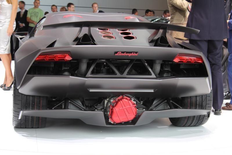 """Lamborghini"" sukūrė superautomobilį už 10 mln. Lt"