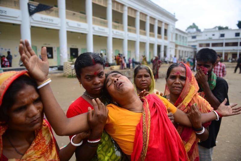 Bangladeše gelbėtojai ištraukė 17 parų griuvėsiuos bubusią gyvą moterį