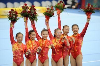 Kinijos gimnastės pirmąkart laimėjo olimpinį auksą