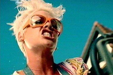 Dainininkė Pink patvirtino, kad laukiasi kūdikio