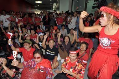 Tailando valdžia išjungė protestuotojų televizijos transliacijas