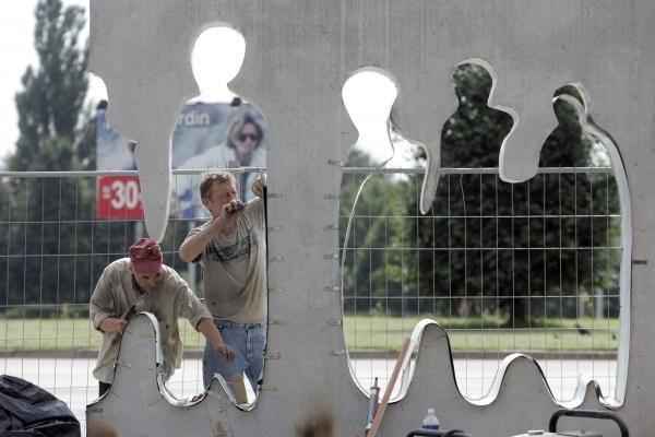 """Vilniuje pradėta montuoti """"Laisvės kelio"""" skulptūra"""