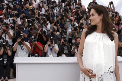 A.Jolie pagimdė dvynukus