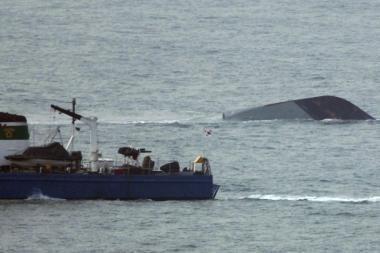 Mįslinga laivo katastrofa sudrumstė vandenis tarp dviejų Korėjų