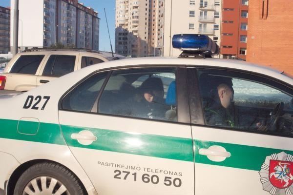 Eismo įvykiai Vilniuje: autobusiukas nukrito nuo šlaito
