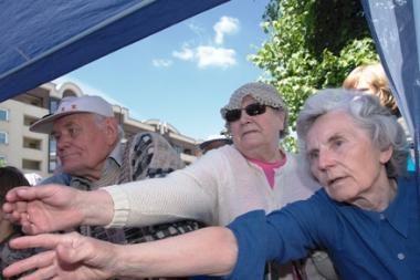 Seneliai privalės susimokėti už pagalbą