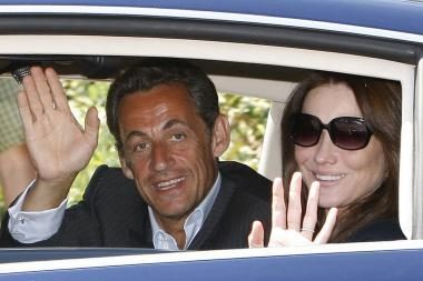 Prancūzijos prezidentas N.Sarkozy pagyrė savo žmoną C.Bruni