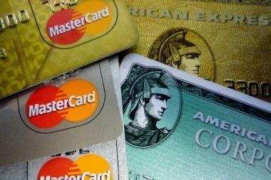 Sučiupo užsienietį su padirbtomis banko kortelėmis