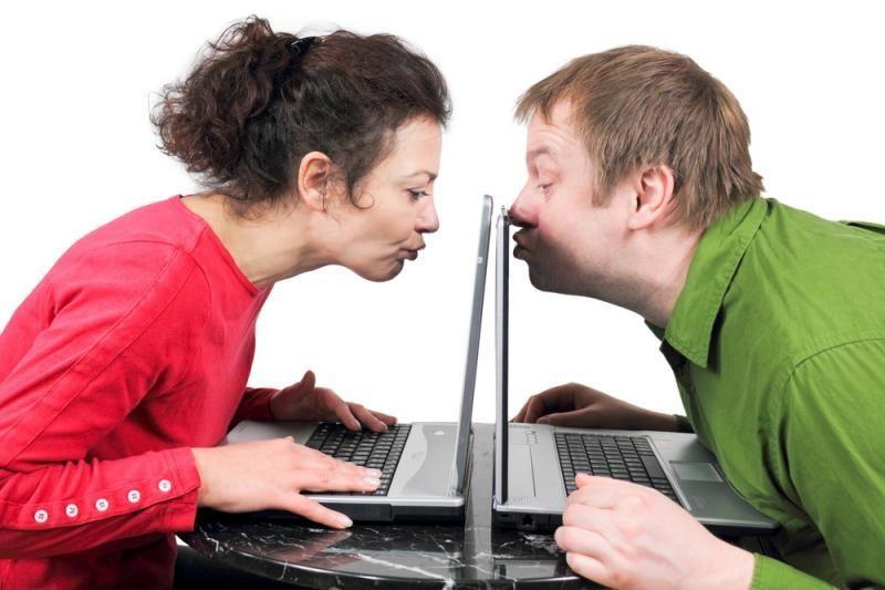 """Įtaisas """"Kissenger"""" leis bučiuotis atstumo skiriamiems mylimiesiems"""