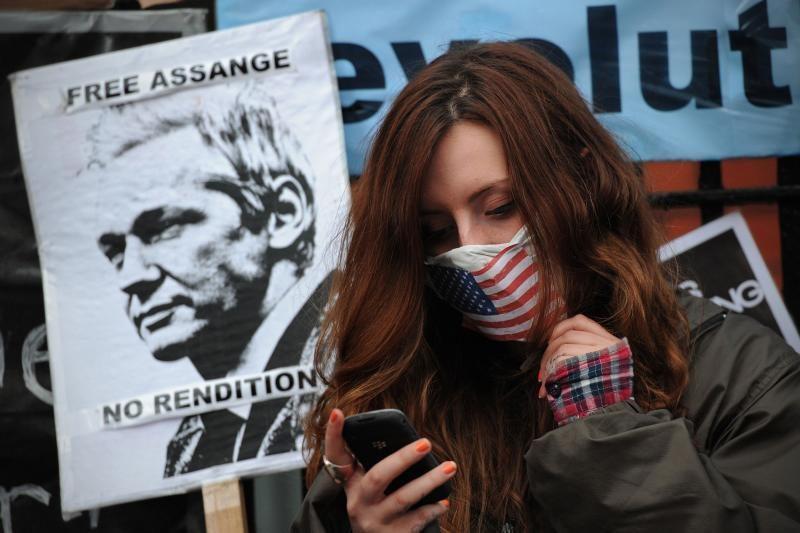 Ekvadoro ambasadorė Londone vyksta namo tartis dėl J.Assange'o