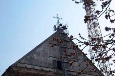 Kauno Šv.Jurgio bažnyčia pasipuoš atnaujintais kryžiais