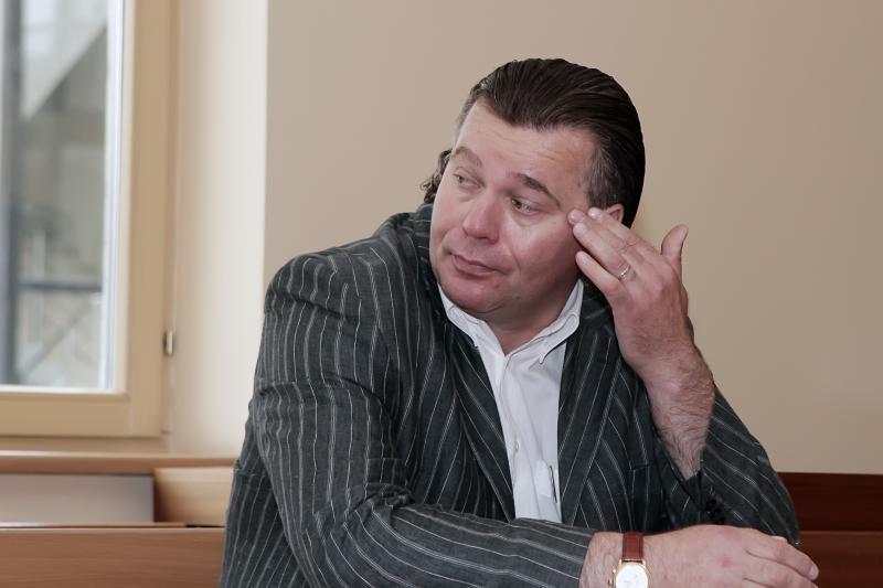 Už švaistymąsi plaktuku Klaipėdos savivaldybės valdininkui teks pakloti apie 30 tūkst. litų