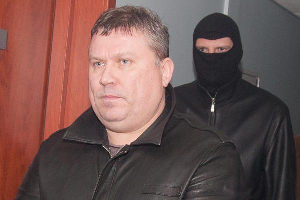 Didelėje kontrabandos byloje sulaikyti du muitininkai