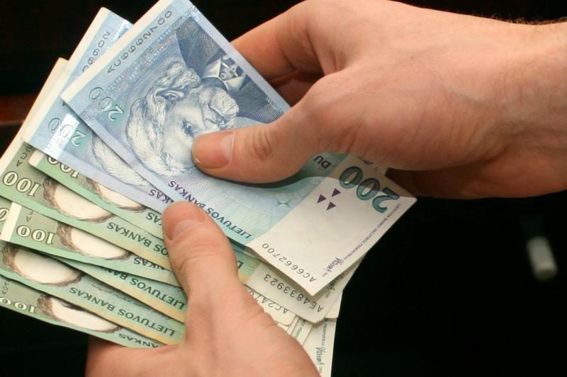 Pareigūnams skatinti - per 400 tūkst. litų
