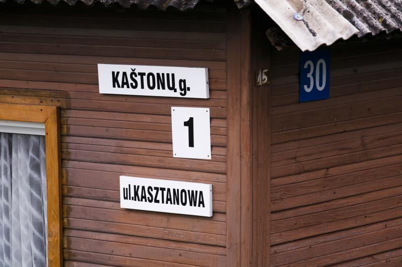 Vilniaus rajone nukabinamos dvikalbės gatvių pavadinimų lentelės